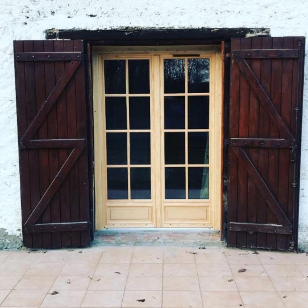 Porte-fenêtre avec soubassement Landes